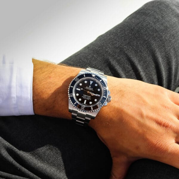 Men With Thin Wrists Wear a Fake Watch